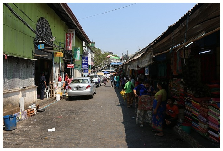 700 stalls populate the market.  Gold, jewels, jade, you name it, they had it.