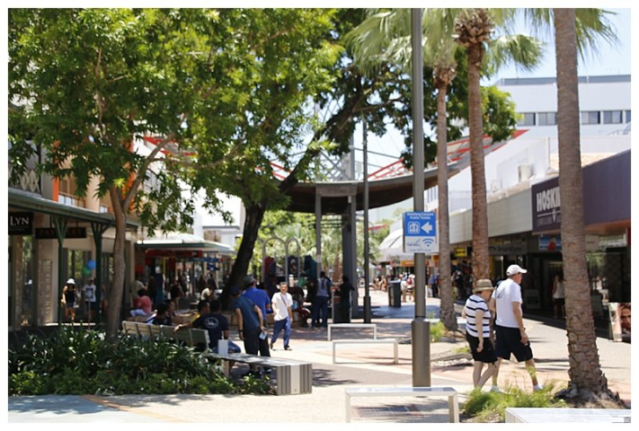 Shaded boulevards in the shopping area, (you need it)!