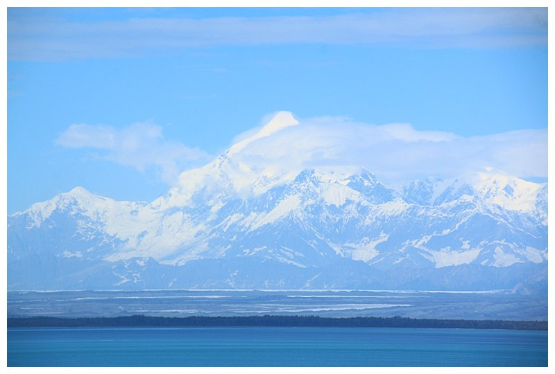 Aproacking Yakutat Bay and Mount St. Elias in its glory